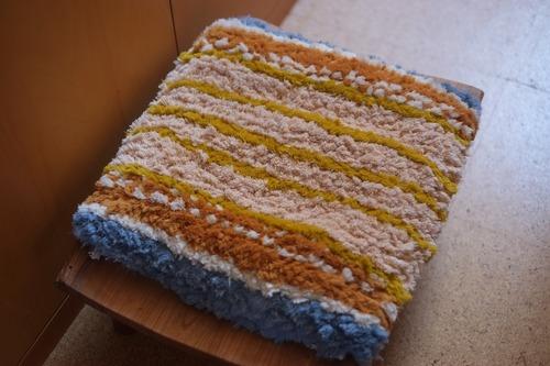 佐藤隘子さんのノッティング ー手織りの椅子敷きー   58.
