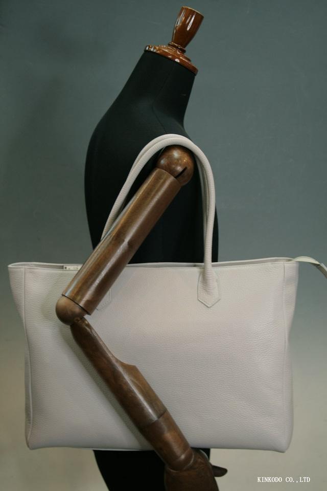 イタリアンレザーのグレーのしぼ革を使った自立型の日本製のトートバッグ裏地はワインレッド
