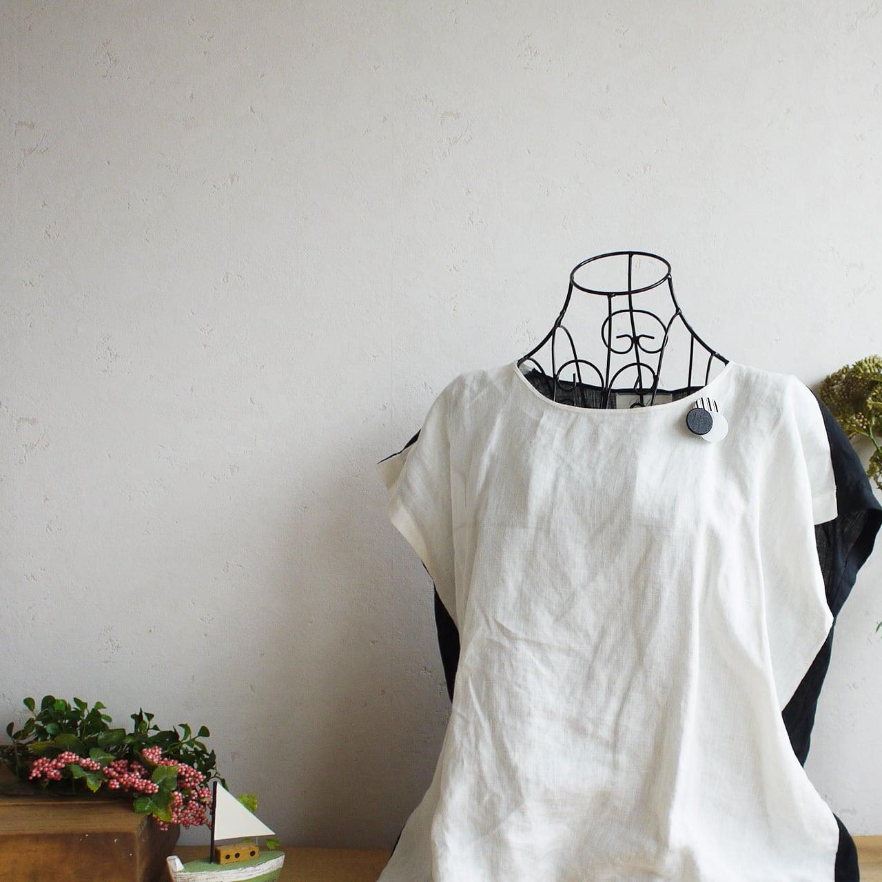 どんなお洋服にも似合う!シンプルフォルム 漆染め麻&アクリルのブローチ〈 Dots 〉Shima