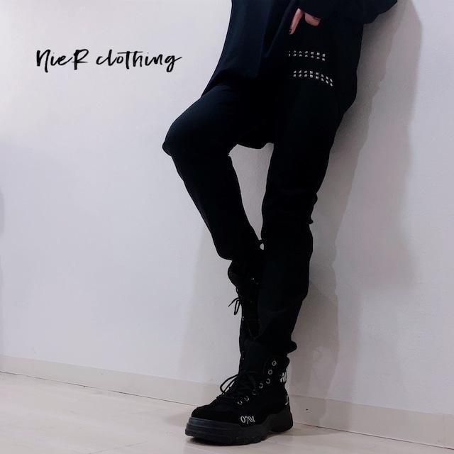 STUDS付きSTYLISH BLACK PANTS