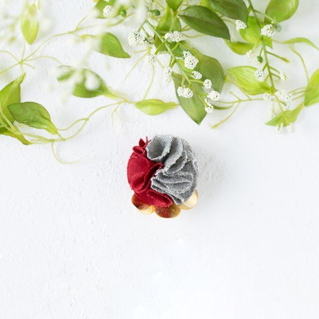 麻のブローチ 〈 Lapelsage 〉赤 & グレー