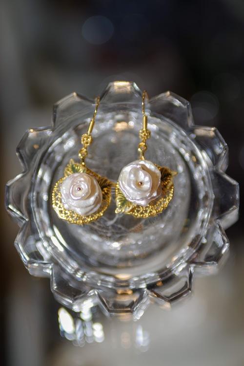 pearls PIERCE of flower motif