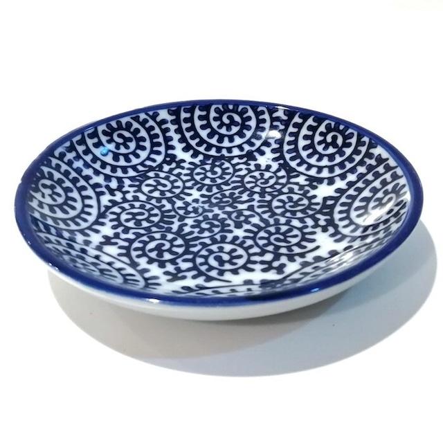 染付陶器 小皿 豆皿 ソーサー 醤油皿 しょう油皿 蛸唐草 19lh56 唐草模様 唐草 和風 和柄 おしゃれ ギフト モダン 和