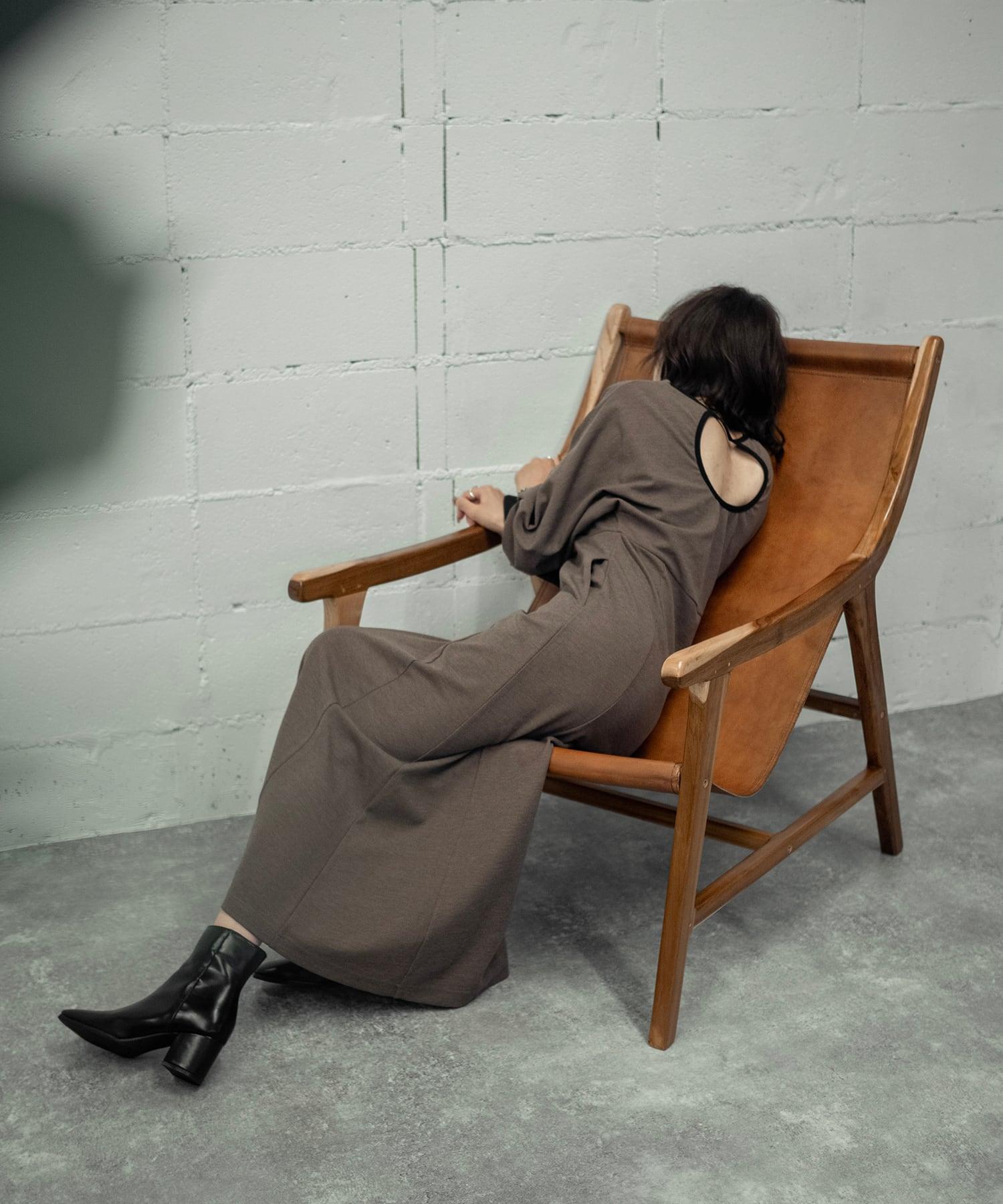 BACK OPEN CUT DRESS(BROWN)