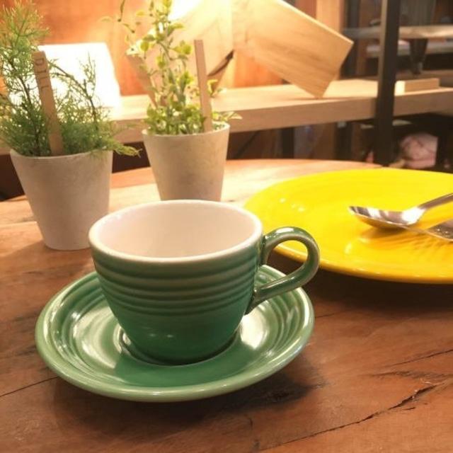 ポップな美濃焼カップ&ソーサー メドウグリーン
