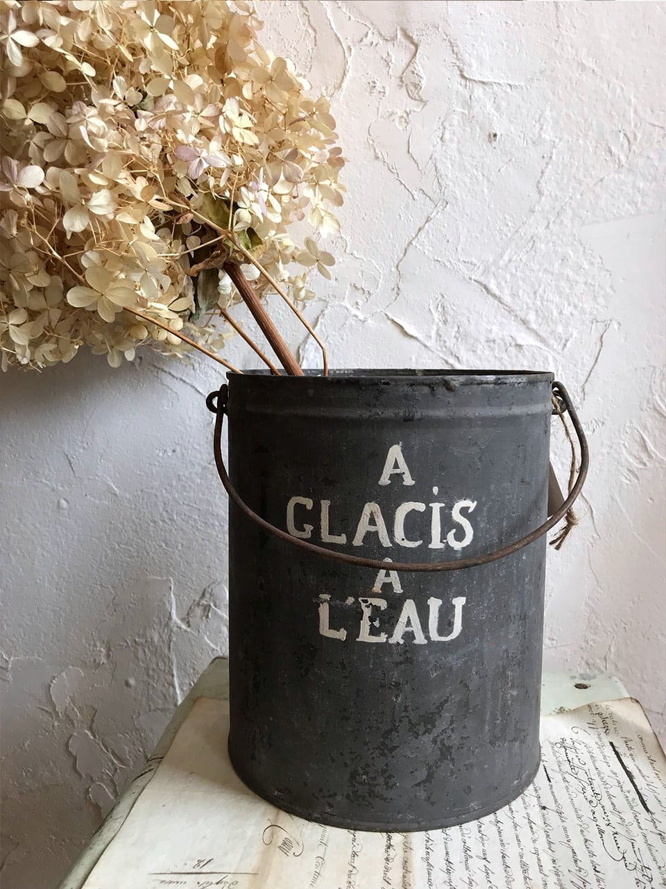 ペンキの缶 A GLACIS A L'EAU