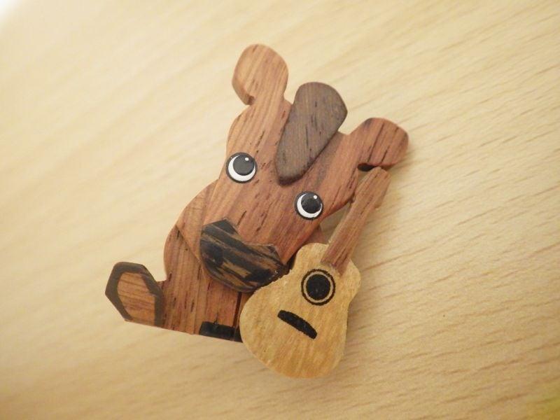 うまとギター 木製ブローチ