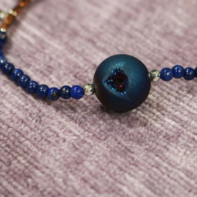 【COSMIC BLUE】ブルードゥルージーアゲート×ラピスラズリ×ブロンズカラーヘマタイト 〈ハーフフリンジ〉ブレスレット