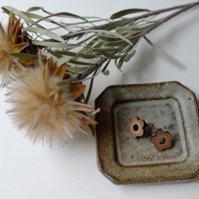 little flower / 小さい花(Pierced Little)