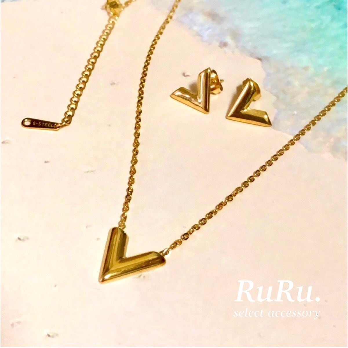 initial v necklace / pierce