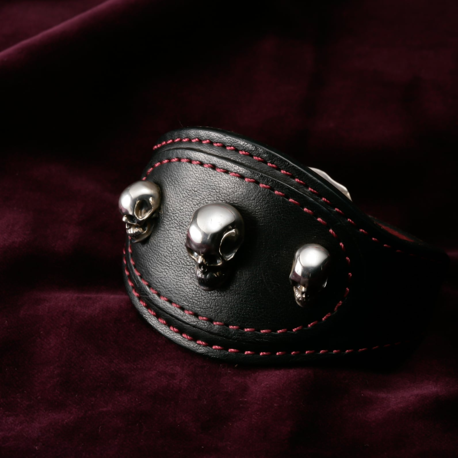 Leather Bangle with Skull Object