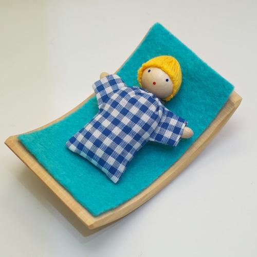 ヘアヴィック 金髪の赤ちゃん 青チェック