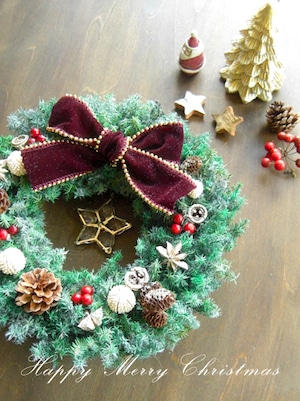星もキラキラフロストグリーンのシックなクリスマスリース