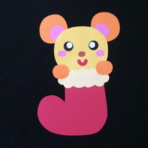靴下に入ったネズミの壁面装飾