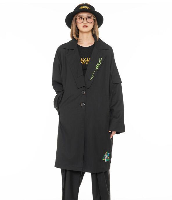 【MANG】グラフィティ刺繍入り テーラードジャケット ブラック