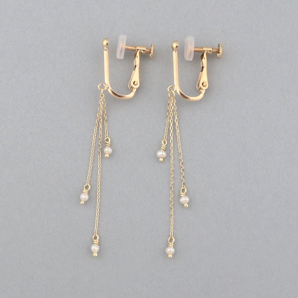 Seed pearl swing earring