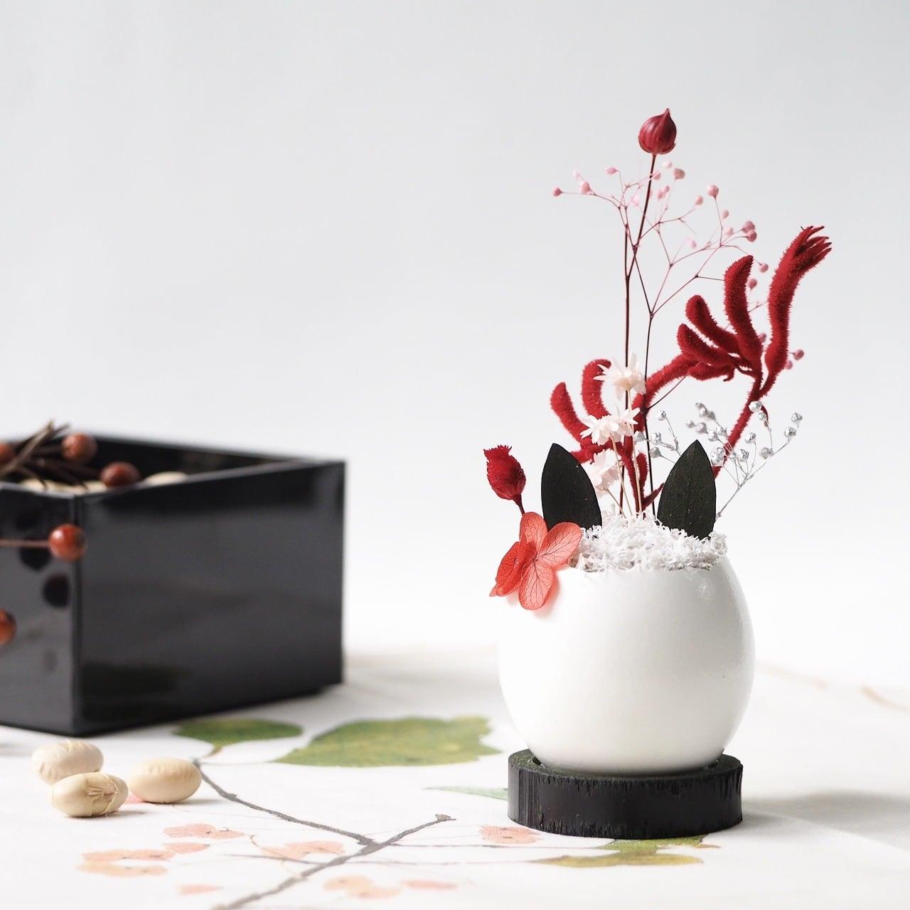 花の猫型盆栽「タマゴノコネコ」(赤色の鬼・節分)