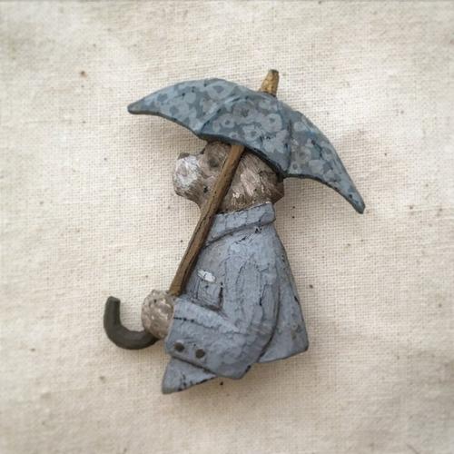 ブローチ 雨を仰ぐ