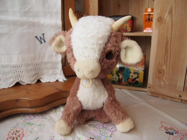 イギリスアンティーク 牛(Merrythought)