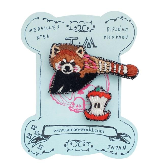 刺繍ミニブローチレッサーパンダとりんご