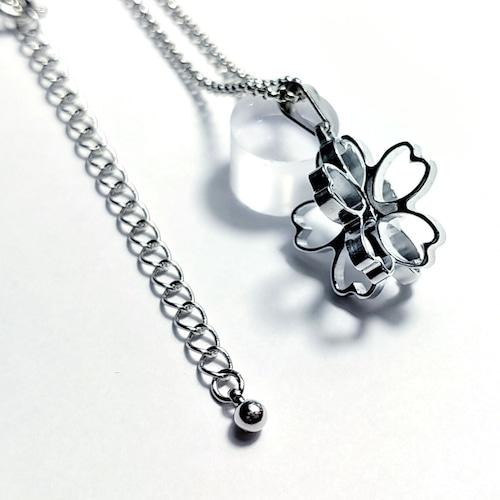 【桜の立体ネックレス】   肌に優しい(金アレ) / プレゼントとしてもおしゃれ