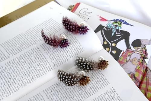 Dot feather earrings