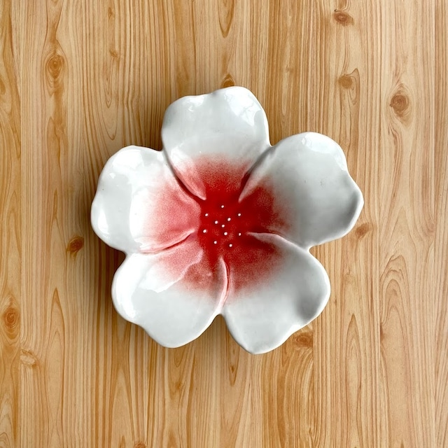 【有田焼】赤流し 花型深皿【在庫限り】
