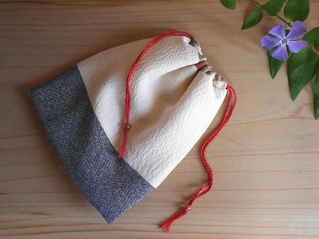 クリーム色のしじら織と鮫小紋の巾着