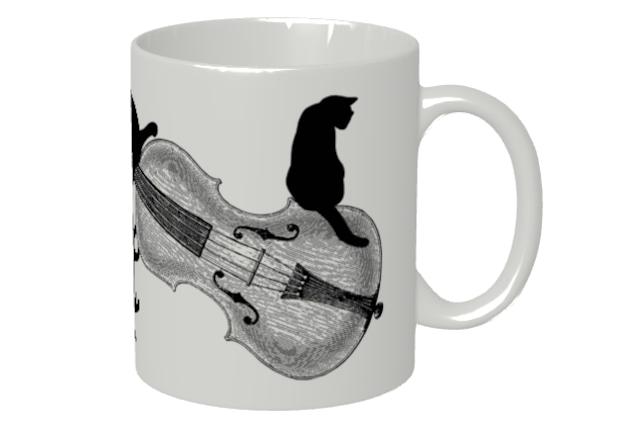 バイオリンと黒猫のマグカップ