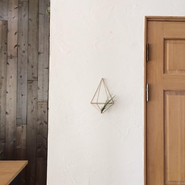 「真鍮製のヒンメリ 壁掛けエアープランツハンガー SMLの三個セット」