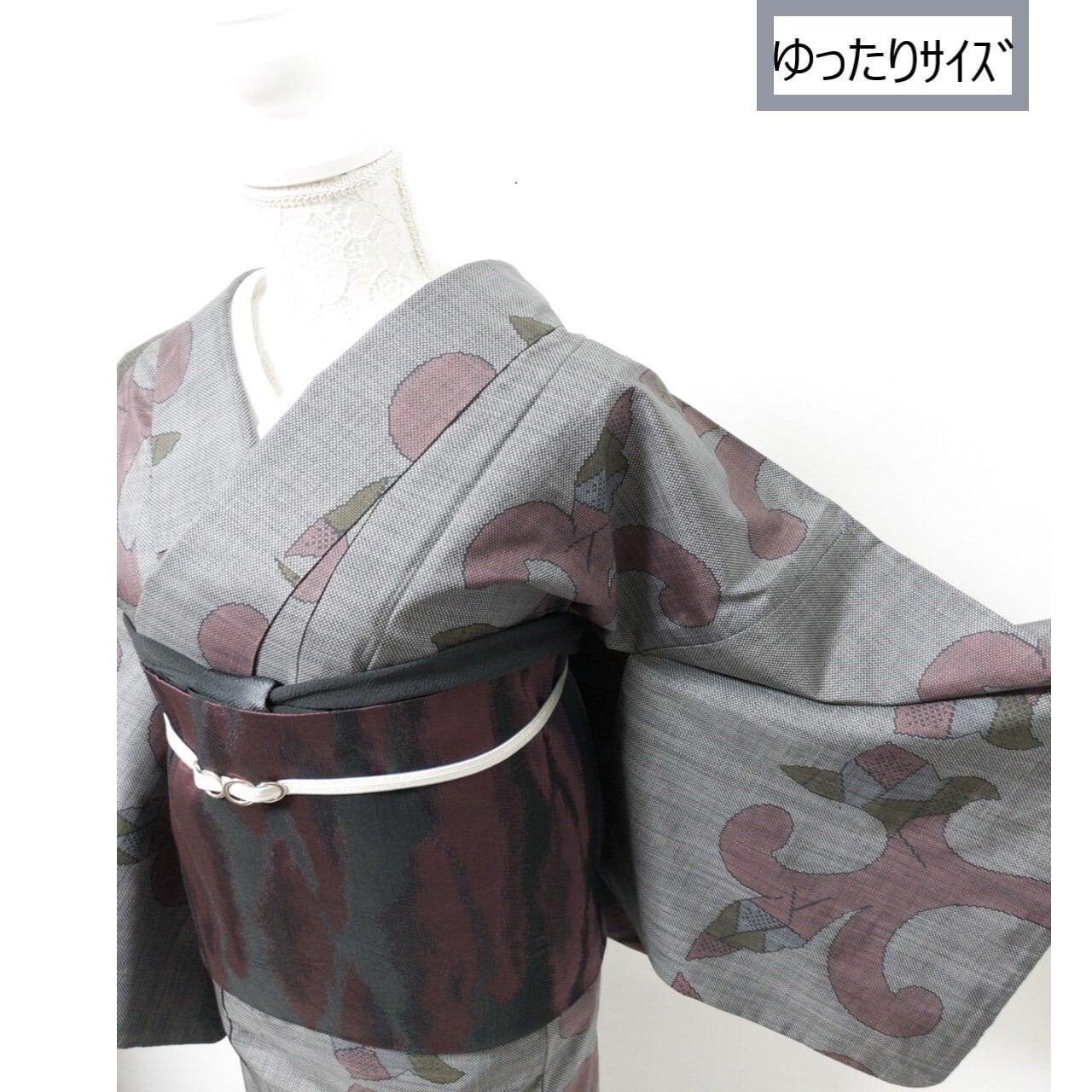【ゆったりサイズ】つるりとした紬 大胆なモダン柄 濃いグレー系 丈163裄67