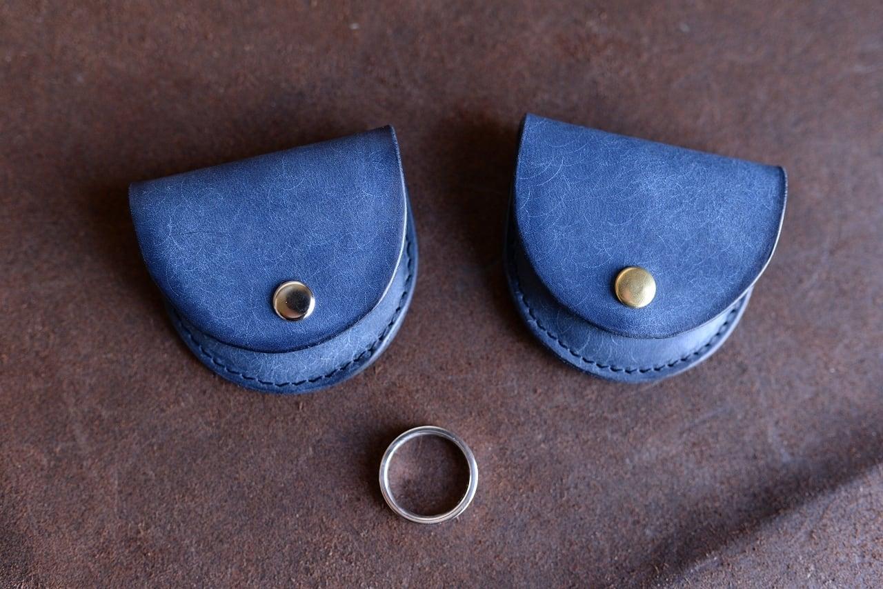 群青色の革のリング(指輪)ケース