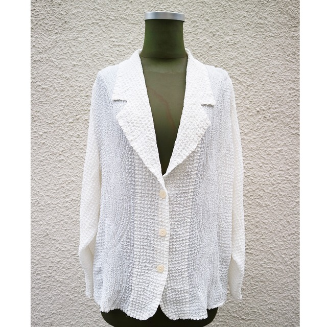 White pleats jacket
