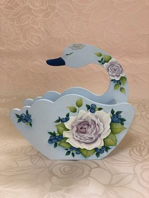 薔薇とブルーベリーの白鳥型コーヒーフィルター入れ