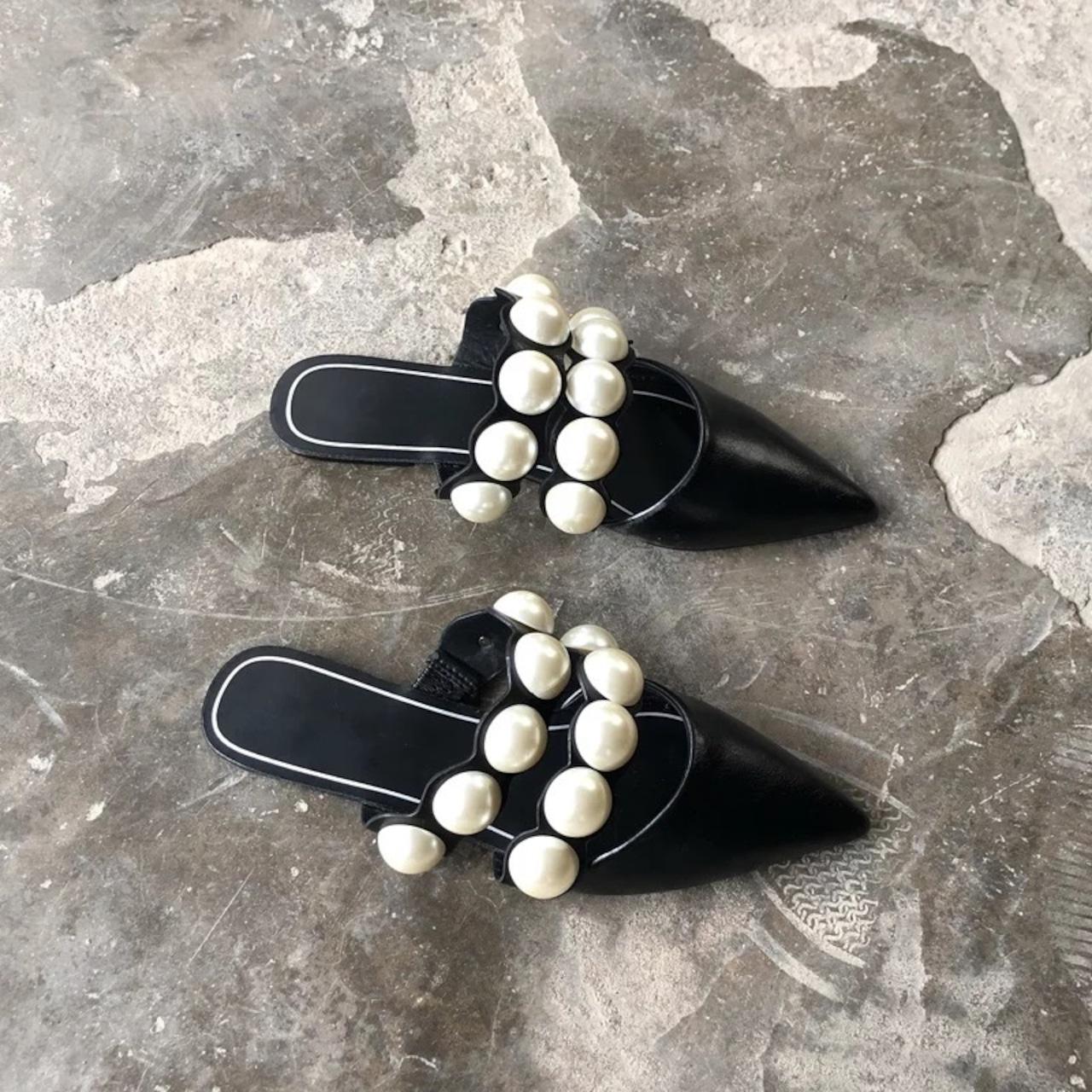 big pearl sandal