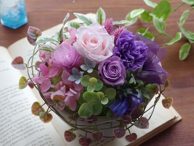 しっとり優しい雰囲気♡ピンクのバラと紫のカーネーション