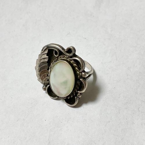 Vintage Navajo MOP & Leaf Designed Ring