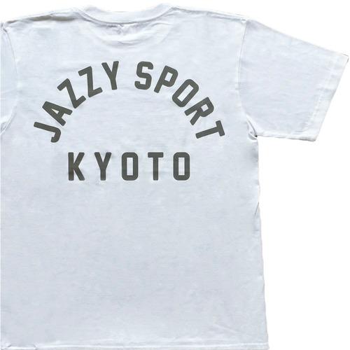 JS Kyoto カレッジ ロゴ Tシャツ/ホワイト × アイミルチャ