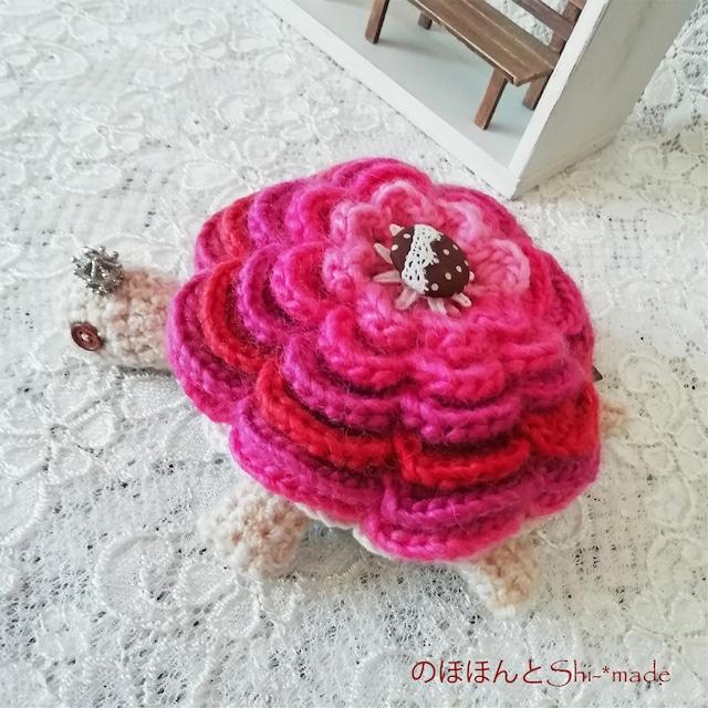 のほほんとShi-*made:カメちゃん あみぐるみ ピンク フラワー甲羅 王冠