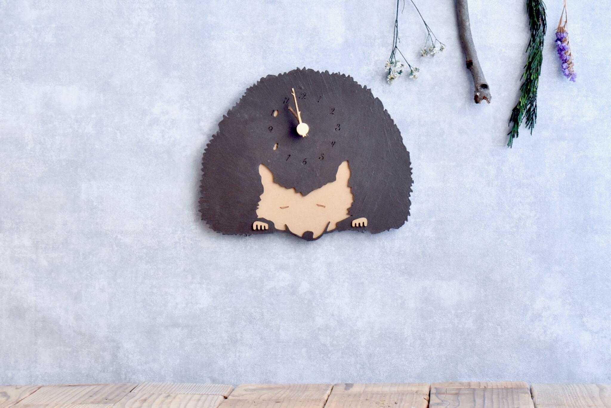 アイアンテイストを楽しむハリネズミの時計 木製 掛け時計