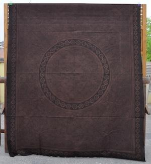 ベッドカバー 25 特大 180x150cm AAA アマゾン・シピボ族の泥染め 円 墨色