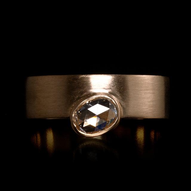 Sunrise ring / Oval diamond
