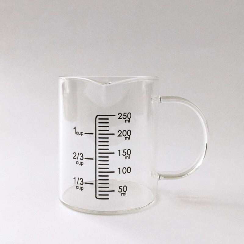 ガラスの計量カップ Glass Measuring Cup