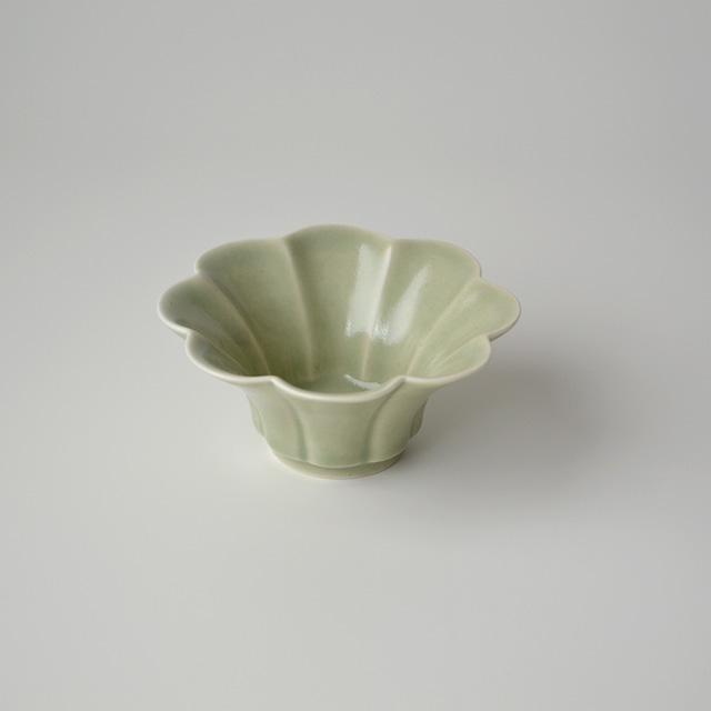青磁花型小鉢