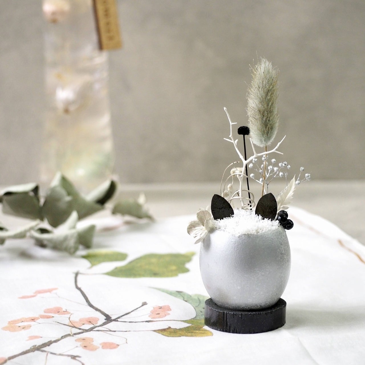 猫型盆栽「タマゴノコネコ」(冬の銀世界)