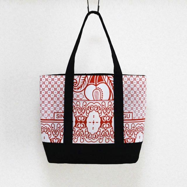 カンガのトートバッグ|大きめ / 肩掛け / アフリカ布バッグ