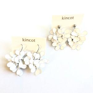 kincot アメリカンフラワーのピアス・イヤリング(ホワイト)