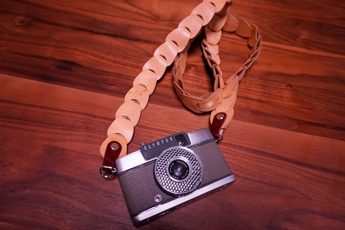 folklole mini / Natural【ウロコのようなカメラストラップ】