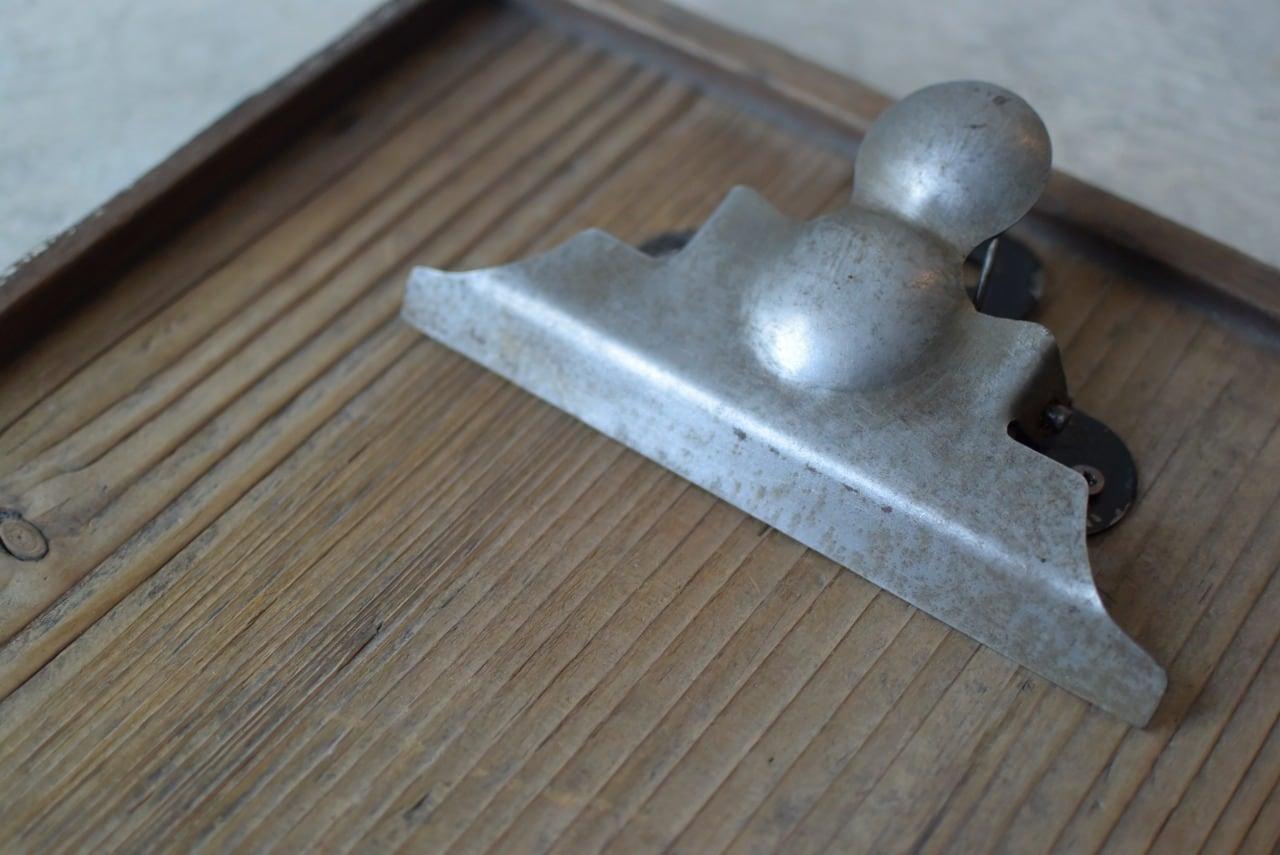 木味の良いクリップ付きの板