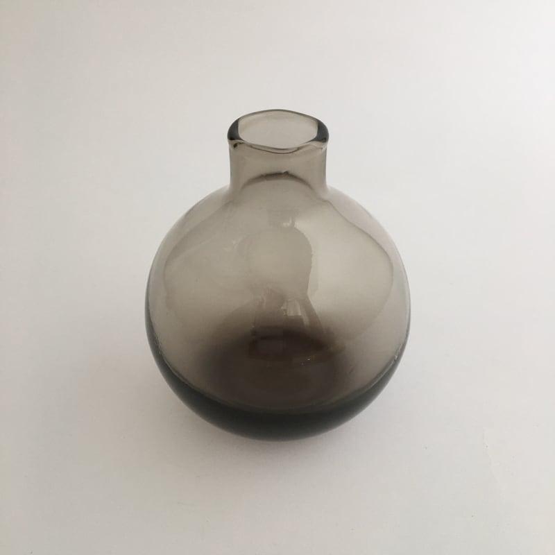 丸いガラスの花瓶(チャコールグレー) Round Glass Flower Vase (Charcoal Gray)